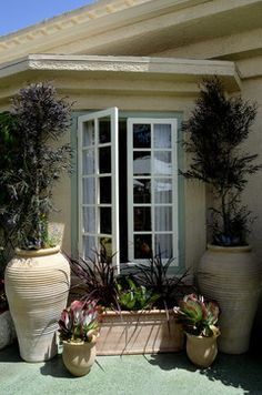 grecian decor | Greek and Italian Terracotta at the VRGT 2012 - outdoor planters - los ...