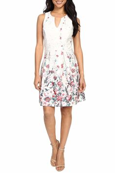 Sophisticated fit-and-flare dress with a stunning floral print perfect for spring parties and events.  Round neckline with split detail. Sleeveless construction. Fitted bodice with an A-line skirt that accents your figure. Back zip closure. Straight hem hits mid-thigh.  Machine wash cold hang dry.  Measurements: Length: 37 in Product measurements were taken using size 2. Please note that measurements may vary by size. Lana Floral Dress by Kut from the Kloth. Clothing - Dresses - Floral…