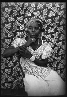 african print    (by Seydou Keïta in Mali, mid century)