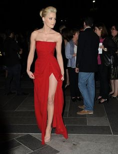 Amber Heard wearing Elie Saab at The Rum Diary LA premiere... Gorgeous scarlet frock!