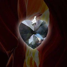 Atlantischer Energiekristall Liebe Die Schwingung dieses Lichtkristalls aktiviert die Eigenliebe, wirkt Herz öffnend und verbindend mit dem Christus Bewusstsein und der universellen Liebe. Weitere Qualitäten sind Vergebung und Frieden. Erst die völlige Vergebung sich selbst und anderen gegenüber, ermöglicht den Zustand der bedingungslosen Liebe und des inneren Friedens.