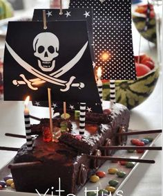 Gateau pour anniversaire pirate - Pirate cake i stay Pirate Ship Cakes, Easy Pirate Cake, Pirate Ships, Pirate Boat Cake, Pirate Birthday Cake, Party Fiesta, Pirate Theme, Pirate Food, Cakes For Boys