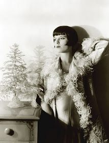 Louise Brooks --Vintage Christmas in Hollywood Louise Brooks, Old Hollywood Glamour, Vintage Hollywood, In Hollywood, Hollywood Actresses, Hollywood Fashion, Belle Epoque, Divas, Christmas Style