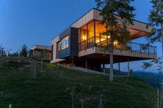 façade balcon de nuit - Deluxe Mountain Chalets par Viereck Architects - Styria, Autriche