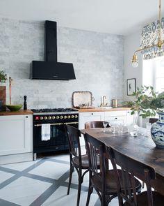 Inte en enda vit vägg i den tidlöst vackra våningen - Sköna hem