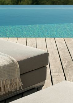 Slim chaise longue (detail). Outdoor. Designed by Studio expormim. Photo: Mauricio Fuertes. Year: 2011.
