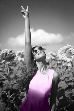 Black and White Photography of Women: How Take Beautiful Pictures – Black and White Photography Jugend Mode Outfits, Youre My Person, Looks Style, Woodstock, Free Spirit, Senior Pictures, Senior Pics, Black And White Photography, Beautiful World