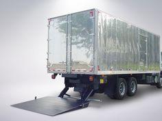 MKS 2500P4E. O FUTURO DAS PLATAFORMAS ESTÁ NESTE INCRÍVEL EQUIPAMENTO.  Baseado na linha 2200P4E, a MKS 2500P4E supera em força e capacidade a sua colega sem deixar de lado a durabilidade e rentabilidade que transformou a MKS 2200P4E no equipamento mais vendido do Brasil nos últimos anos. Com uma mesa maior (2000mm de comprimento) ela foi desenvolvida com mancais e cilindros de grandes dimensões, com o intuito do cliente obter a maior rentabilidade em seu trabalho.