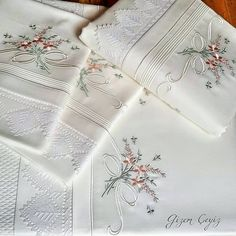 Pillow Embroidery, Bead Embroidery Patterns, Lace Patterns, Ribbon Embroidery, Machine Embroidery, Embroidery Designs, Brazilian Embroidery Stitches, Bed Linen Sets, Heirloom Sewing