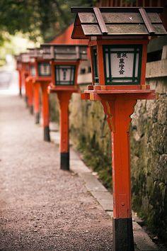Japanese Garden Lanterns, Japanese Lamps, Zen Garden Design, Japanese Garden Design, Japanese Gardens, Japanese Gate, Japanese House, Asian Garden, Garden Lamps