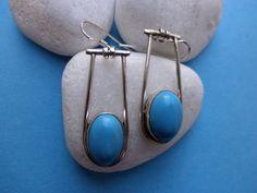 Pendientes artesanales de plata y turquesa.