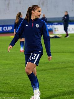 Alex Morgan (USA) probably one of the best female soccer players in the world. Football Girls, Girls Soccer, Play Soccer, Nike Soccer, Soccer Cleats, Messi Soccer, Women's Football, Soccer Stuff, Female Soccer Players