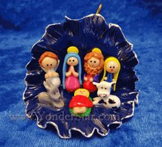 Miniature Folk Art Nativity - Ecuador Figures are made from bread dough and hand painted. A Child Is Born, O Holy Night, Christmas Crafts, Christmas Ornaments, Miniture Things, Folk Art, Great Gifts, Miniatures, Hand Painted