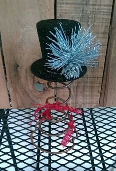 Rustic Christmas Top Hat Tree Topper Bed Spring by FunkyJunktique Christmas Love, Christmas Tree Toppers, Christmas Deco, Rustic Christmas, Christmas Projects, Christmas Yard, Christmas Holiday, Christmas Ornaments, Rustic Crafts