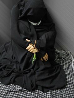 An effort to make people aware of the beauty of Islam. Hijab Niqab, Muslim Hijab, Hijabi Girl, Girl Hijab, Beautiful Muslim Women, Beautiful Hijab, Indian Photoshoot, Hijab Dpz, Stylish Hijab