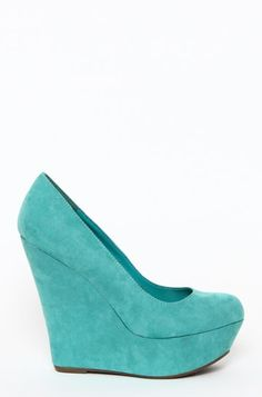HeyYou found our secret pin Congratulations You Win a free trial of Vivexin! Appear younger now! Crazy Shoes, On Shoes, Me Too Shoes, Shoe Boots, Blue Shoes, Mint Wedges, Confessions Of A Shopaholic, Stylish Clothes For Women, Tiffany Blue