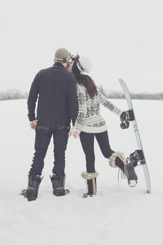 Snowboard winter engagement photos :) I want this for Ryans & I photos. Snowboarding Style, Ski And Snowboard, Winter Engagement Photos, Engagement Pictures, Summer Vacation Spots, Fun Winter Activities, Winter Love, Winter Style, Winter Hiking
