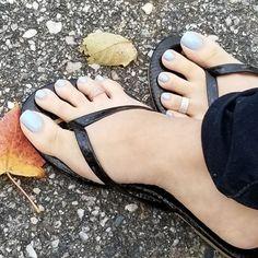 Stepping into fall with #princessfeet #samedelman #sexytoerings #feet #thebestofthebest