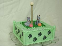Bolo Cachorrinhos Schnauzer na pracinha - Schnauzer Dogs in the park cake by Alexandra Bolos Artísticos, via Flickr