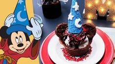 Get the whole family together for an ice cream sundae treat inspired by Mickey Mouse! Happy Birthday Mickey Mouse, Minnie Mouse, Brownie Bowls, Disney Inspired Food, Yummy Ice Cream, Disney Family, Disney Disney, Disney Food, Cereal Treats