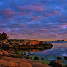 Stillness. #stillness #nature #sky #earth #autumn #eveningsky #evening #beautiful #colorful #stillhet #calm #himmel #höst #solnedgång #vackert #lugn #skärgård #archipelago #finland #bromarf #breathe