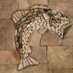New fireplace with fish pebble mosaic as the centerpiece Mosaic Rocks, Mosaic Stepping Stones, Pebble Mosaic, Stone Mosaic, Pebble Art, Mosaic Flower Pots, Mosaic Garden, River Stones, River Rocks