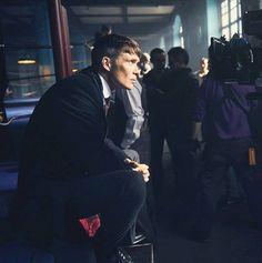 Cillian Murphy - behind the scenes 💜 Peaky Blinders Quotes, Peaky Blinders Thomas, Cillian Murphy Peaky Blinders, Cillian Murphy Tommy Shelby, Steven Knight, Freaky Deaky, Cartoon Tv Shows, Tom Hardy, Best Actor