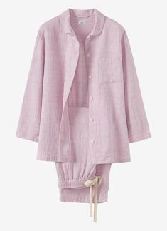 Very soft, double-faced, slightly crumpled cotton. Jacket with patch pocket and corozo buttons. Rounded collar with rouleau loop and button fastening. Cropped drawstring trousers with back patch pockets, side pockets and elasticated back waist. Simple Outfits, Casual Outfits, Fashion Outfits, Night Dress For Women, Night Suit, Cotton Pyjamas, Pajamas Women, Nightwear, Pajama Set