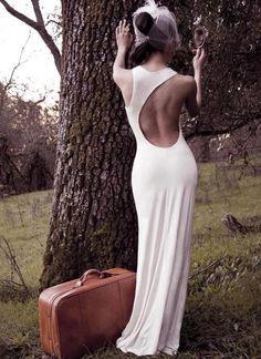 Inspiração para as noivas de corpão! Vestido clean e sexy!