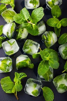 Mint ice cubes, from Old Farmer's Almanac (great for iced tea, or water)!Mint ice cubes, from Old Farmer's Almanac (great for iced tea, or water)! Flavored Ice Cubes, Healthy Drinks, Healthy Recipes, Healthy Water, Carrot Recipes, Detox Drinks, Salmon Recipes, Flavor Ice, Iced Tea