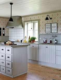 The best way to Use Kitchen Wallpaper to Replace Your Kitchen - Homestya Kitchen Cabinets Decor, Cabinet Decor, Kitchen Furniture, Home Decor Signs, Cheap Home Decor, Kitchen Colors, Kitchen Design, Beddinge, Kitchen Wallpaper