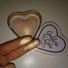 "110 Likes, 11 Comments - MysticalHighlight (@mysticalhighlight) on Instagram: ""OMG  #highlight #highlighter #palette #shine #pretty #love #goals #makeup #makeuprevolution…"""