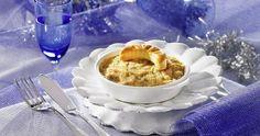 Retrouvez le bon goût d'antan avec cette recette authentique de cassolettes aux fruits de mer. Composé de saint-jacques, champignons et béchamel au fromage, le tout est ensuite gratiné au four pour un résultat irrésistiblement gourmand. Accompagnez d'une salade de mâche aux noix pour une entrée de Noël chic et raffinée!