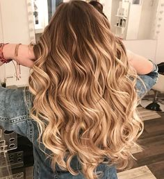 Are you looking for best hair colors to apply for long hair? Just see here, we have made a collection of fantastic long balayage colored hairstyles Hair Color Balayage, Hair Highlights, Baliage Hair, Honey Blonde Hair, Warm Blonde Hair, Girl Haircuts, Pretty Hairstyles, Hairstyle Ideas, Bangs Hairstyle