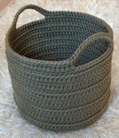 Crochet Diy Chunky Crocheted Basket By Elizabeth Pardue - Free Crochet Pattern - (ravelry) - Crochet Diy, Crochet Storage, Crochet Gratis, Crochet Home Decor, Chunky Crochet, Learn To Crochet, Ravelry Crochet, Chunky Yarn, Single Crochet