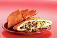 Kijk wat een lekker recept ik heb gevonden op Allerhande! Gehaktbroodjes Tortilla Burrito, Taco Wraps, Ciabatta, Spanakopita, High Tea, Croissant, Great Recipes, Sandwiches, Breakfast Recipes