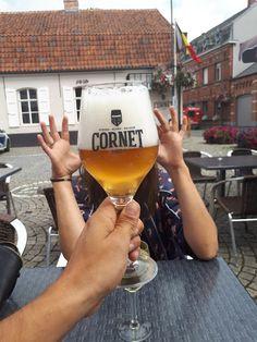 Beers around the world! Beer Lovers, White Wine, Belgium, Cheers, Alcoholic Drinks, Around The Worlds, Travel, Health, Beer