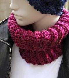 """50% OFF until Oct 26th, 2014. Soft wool from Italy. Handmade snood for women. H 20cm x W 23cm (8""""x9"""") .  Douce laine provenant du Pérou. Foulard infini fait à la main pour femmes. www.zaknit.com 11$"""
