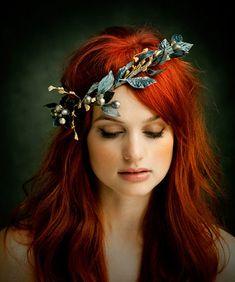 Alison Sudol Hair accessories