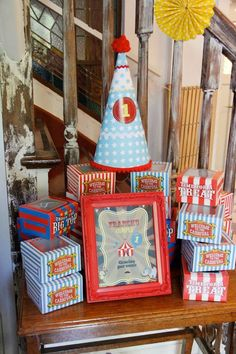 Vintage Circus Party, love the Under the Big Top boxes.