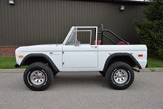 1969-Ford-Bronco-AUTOMATIC-POWER-DISC-BRAKES-NEW-PAINT-NEW-INTERIOR