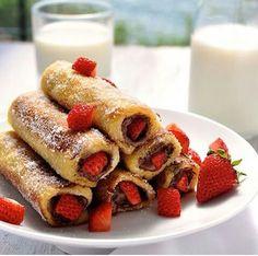 Pannekoekrn met suiker nutella en aardbeien