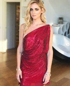 Chiara Ferragni: il vestito si rompe davanti ai fotografi - Grande Fratello News | TV | Gossip