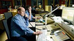 Hacker legen Telefon der Polizei lahm http://www.bild.de/regional/berlin/hacker/legen-telefon-der-polizei-lahm-43565744.bild.html