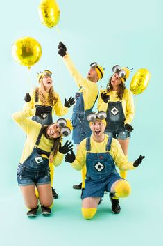 Minion-Costumes_012 Minion Halloween, Funny Group Halloween Costumes, Group Costumes, Diy Costumes, Costume Ideas, Halloween 2016, Avatar Halloween, Halloween Party, Zombie Costumes