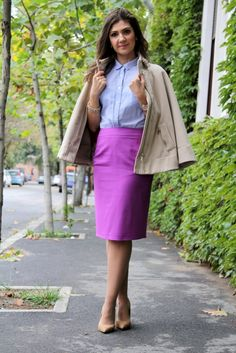 Romanian fashion blogger outfit inspiration: office outfit: blue shirt and purple skirt. Combining colours can be fun, even for day time looks. Check the blog for more office outfits ideas.