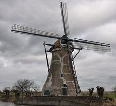 Boezemmolen nr 6, Haastrecht, Zuid-Holland, Netherlands. Ronde stenen windmolen uit 1873 met uitgesproken klokvorm. Deze molen heeft vd NL molens de grootste vlucht (meer dan 30m). De molen is de 6e in een serie van 7 boezemmolens die de boezem vh westelijk deel vd Lopiker- en het oostelijk deel vd Krimpenerwaard bemaalden. In 1914 werd de windbemaling beëindigd en werden de toenmalige wipmolens gesloopt. De bewoonde Boezemmolen nr. 6 werd onttakeld. In 2010 werd hij hersteld.