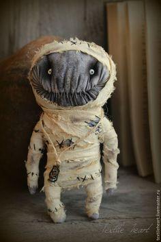 Egyptian mummy – купить или заказать в интернет-ма. Ägyptische Mumie - im Onlineshop auf der Masters 'Fair kaufen oder bestellen Halloween Doll, Fall Halloween, Halloween Crafts, Halloween Decorations, Zombie Dolls, Voodoo Dolls, Creepy Toys, Creepy Cute, Monster Dolls