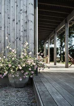 Garden Cottage, Home And Garden, Back Patio, Garden Planters, Dream Garden, Garden Inspiration, Decks, Outdoor Gardens, Outdoor Living