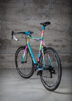 Smmrzk bikeplanet: The M. Argonaut by Above Cycling - Road Bike - Ideas of Road Bike - Smmrzk bikeplanet: The M. Argonaut by Above Cycling Bicycle Paint Job, Bicycle Painting, Road Bikes, Cycling Bikes, Road Cycling, Cycling Equipment, Mountain Bike Shoes, Mountain Biking, Ironman